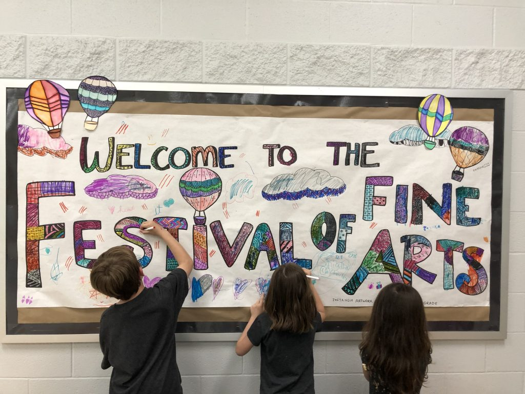 students decorating banner